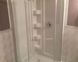 Standing shower unit